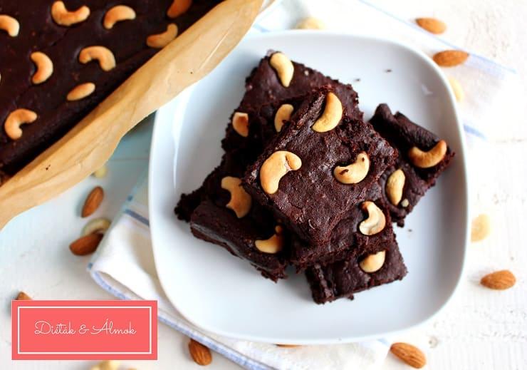 Céklás brownie kesudióval liszt nélkül