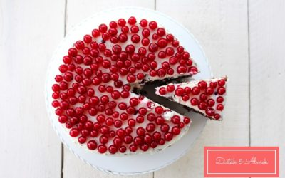 Ribizlis-túrós csokitorta