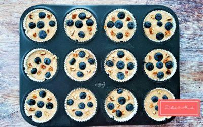 Egyszerű almás-zabpelyhes muffin áfonyával